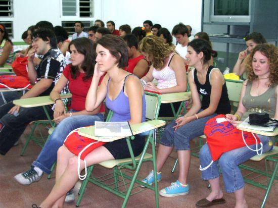 El alcalde y el concejal de Juventud reciben a los participantes en el VII Campo de Trabajo , Foto 2