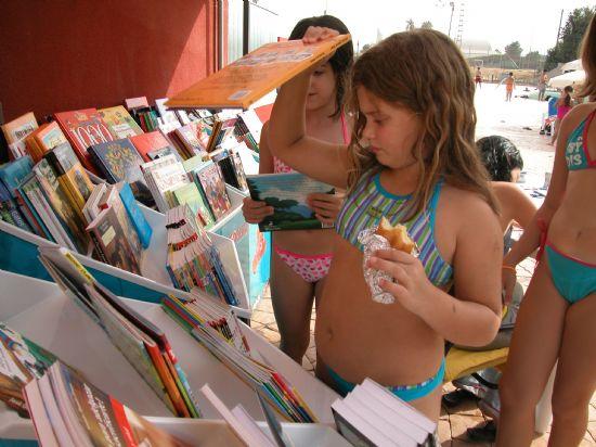 La biblioteca se traslada a la piscina municipal, Foto 1