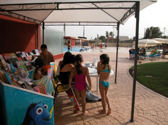 La biblioteca se traslada a la piscina municipal, Foto 2