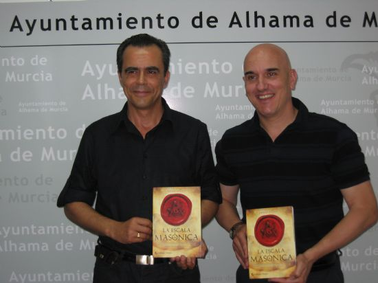 """El escritor alhameño Fernández-Luna presenta """"La Escala Masónica"""", su última novela, Foto 1"""