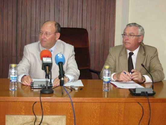 Alhama ya es Sede de la Universidad de Murcia gracias a la firma de un convenio entre el rector de la entidad y el alcalde del municipio, Foto 1